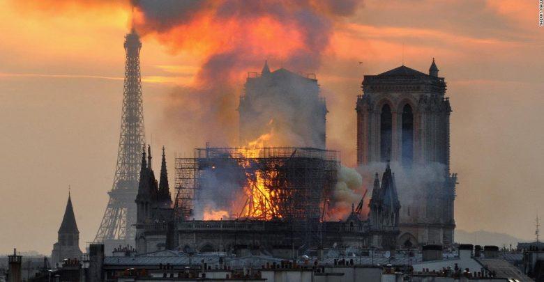 Francúzsko_Mali_by_miliardari_dostat_danove_ulavy_na_dary_pre_Notre_Dame