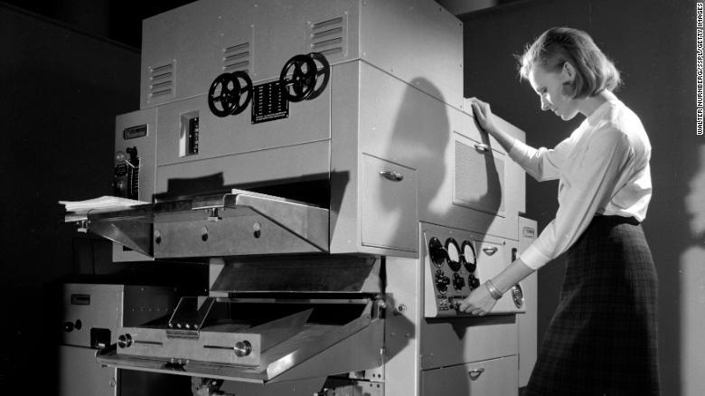 Prvé kopírovacie stroje Xerox prišli na trh v 50. rokoch.