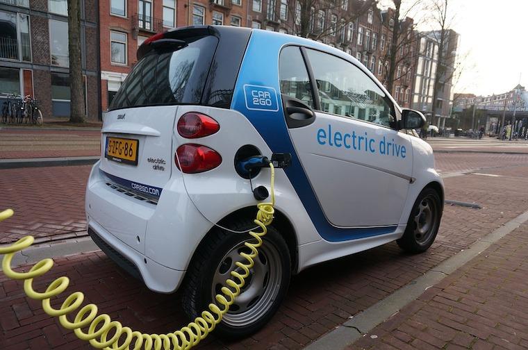 Amsterdam_chce_do_roku_2030_zakazat_znecistovanie_automobilov