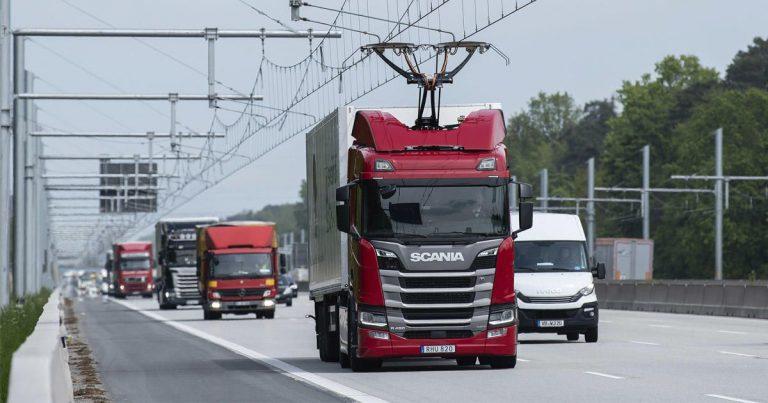 Nákladné vozidlá na úseku diaľnice testovali systém eHighway v Nemecku.