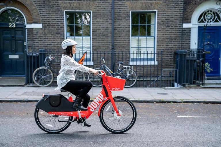 Uber_ponuka_svoje_bicykle_uz_aj_Londyne_1