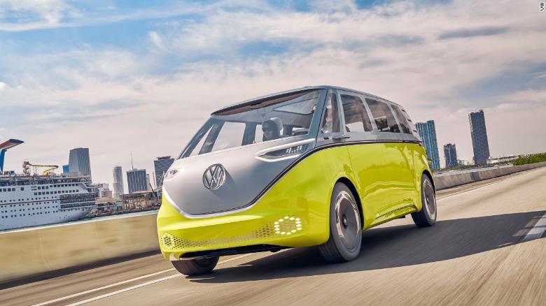 VW ID Buzz vyzerá ako mikrobus, ktorý milovala generácia hippies v 60-tych a začiatkoch 70-tych rokov.