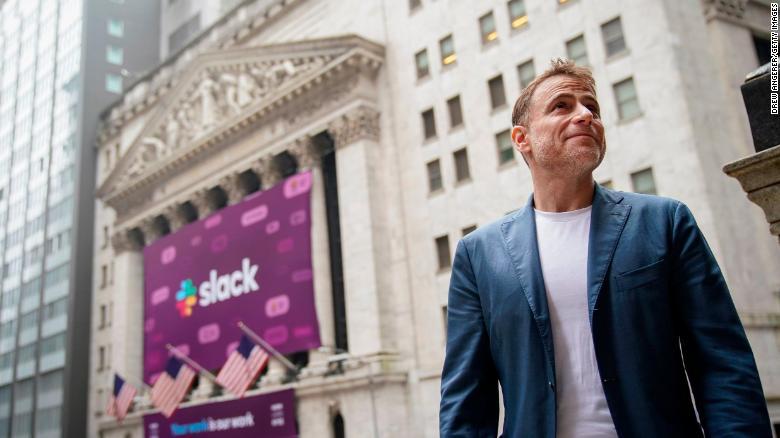 Stewart Butterfield, CEO a spoluzakladateľ firmy Slack, pri New York Stock Exchange pred debutom na Wall Street.