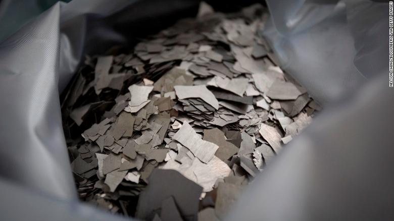 Neodym, minerál vzácnych zemín, je vystavený v Číne.