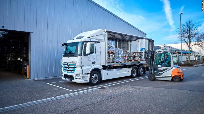 eActros od spoločnosti Daimler, s dojazdom nad 200 kilometerov.