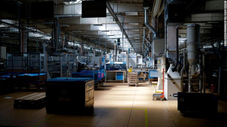 Fabrika nemeckého dodávateľa automobilov v Berlíne, počas mesiaca júl.