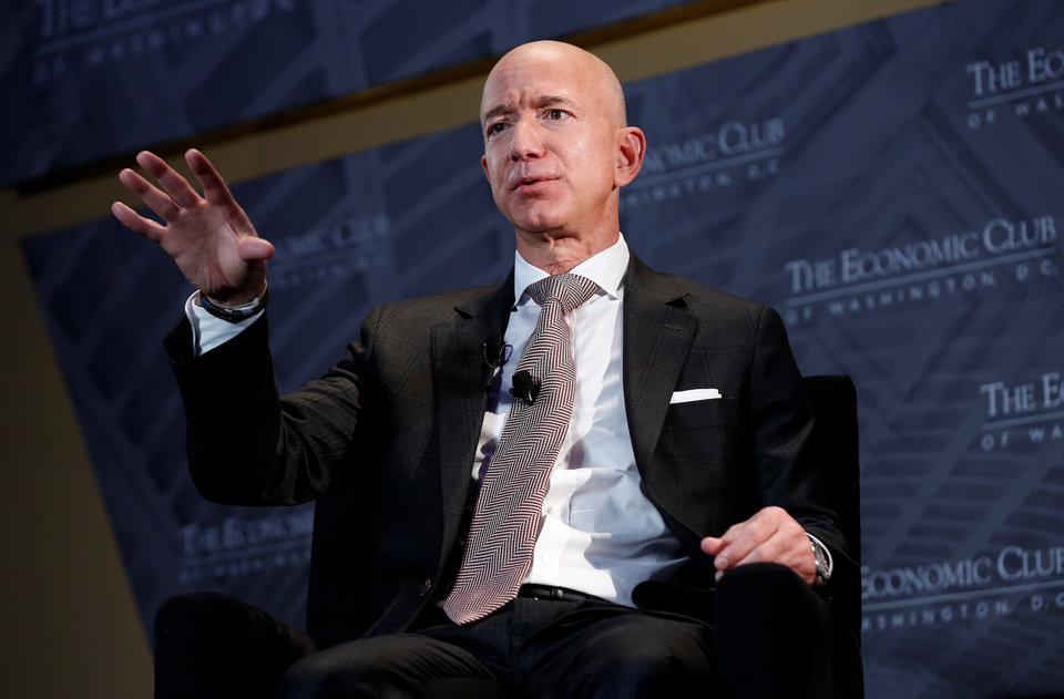 Jeff_Bezos_prave_predal_akcie_Amazonu_za_$18_miliardy_4