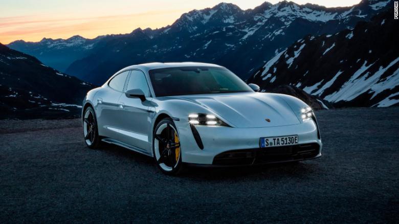 OBR Porsche Taycan sa pôvodne ponúka v dvoch vysoko výkonných verziách Turbo.
