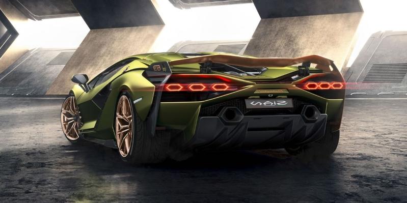 """V zadnej časti vozidla sa podľa potreby otvoria aktívne vetracie otvory na chladenie motora. Otvory budú ovládané """"inteligentnými materiálmi"""", ktoré automaticky reagujú na teplo."""