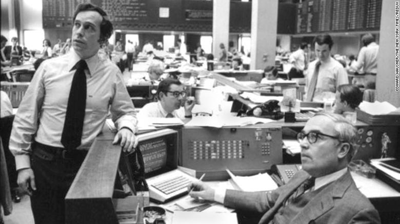 Obrázok bývalého starostu New Yorku - Michaela Bloomberga (vľavo) a Johna Gutfreunda z Salomon Brothers v New Yorku v roku 1975.