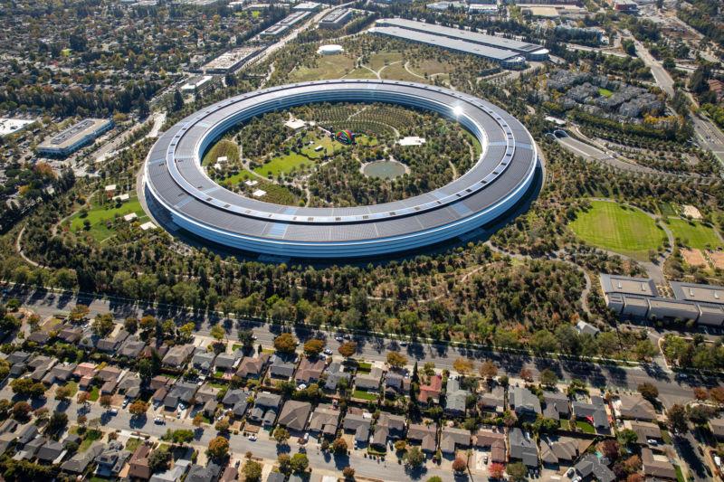 Apple_venuje_2_5_miliardy_na_riesenie_krizy_v_Kalifornii_v_oblasti_byvania