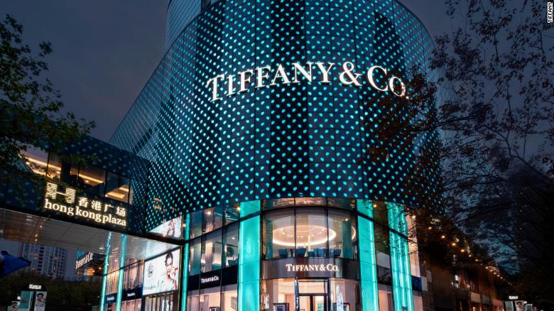 Novootvorený hlavný obchod v Šanghaji spoločnosti Tiffany. Je teraz zhruba dvakrát väčší ako pôvodný obchod.