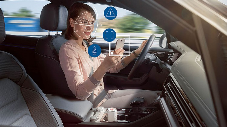 Kamerovy_system_v_automobiloch_EU_bude_od_roku_2022_varovat_vodicov