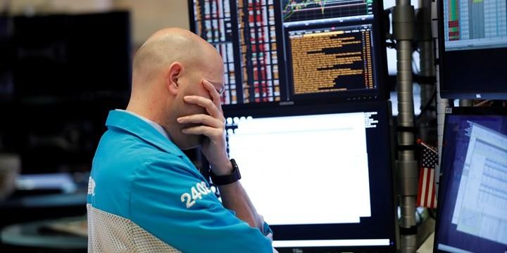 Investori vedia zarobiť aj na poklese akcií.