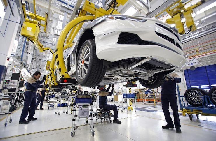 Výrobcovia_automobilov_planuju_zaciatkom_maja_opat_vyrabat