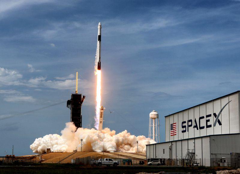 Akcie_spolocnosti_Virgin_Galactic_po_uspechu_SpaceX_rastli_1