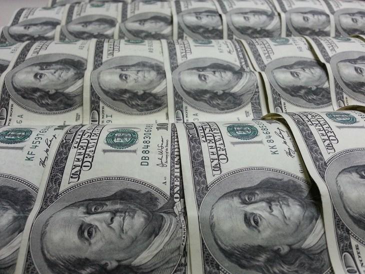 Banky_USA_plavaju_v_peniazoch