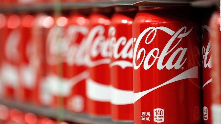 Spoločnosť Coca-Cola sa zbavuje až polovici svojho portfólia.