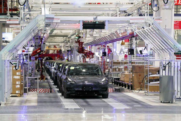 Tesla v Číne musí zvolať k oprave Model S a X.