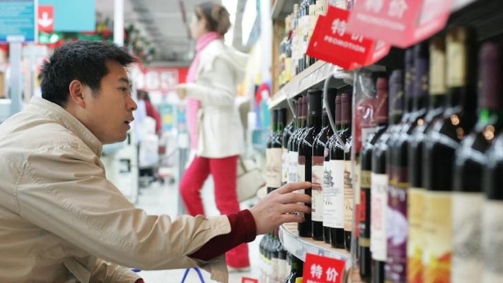 Cina-uklada-cla-na-dovoz-australskeho-vina-az-do-vysky-212%