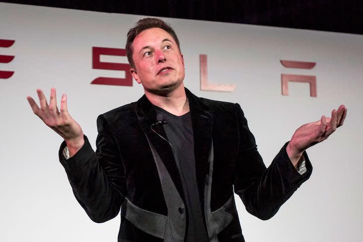 Elon Musk zo spoločnosti Tesla.