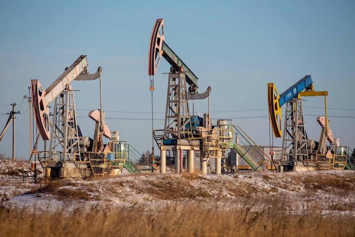 Cena ropy jednoznačne rastie.