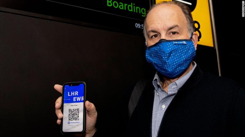 Spoločnosť CommonPass uzavrela partnerstvo s niekoľkými leteckými spoločnosťami, aby začala zavádzať svoju aplikáciu poverenia na zdravie, v rámci vybraných medzinárodných letoch.