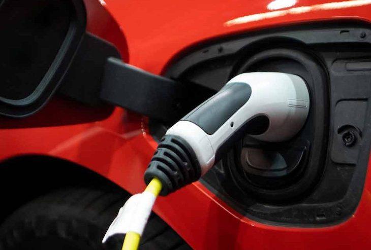 Oprava sa týka elektromobilov a problémami s batériou.