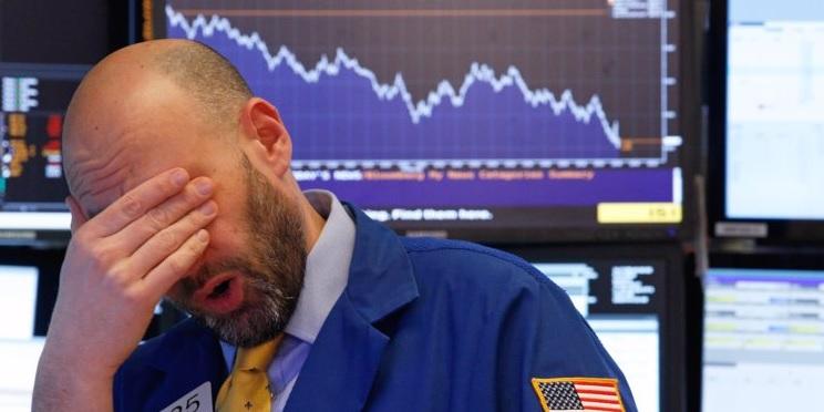 Celosvetove-akcie-prepadli-po-prudkom-vypredaji-dlhopisov