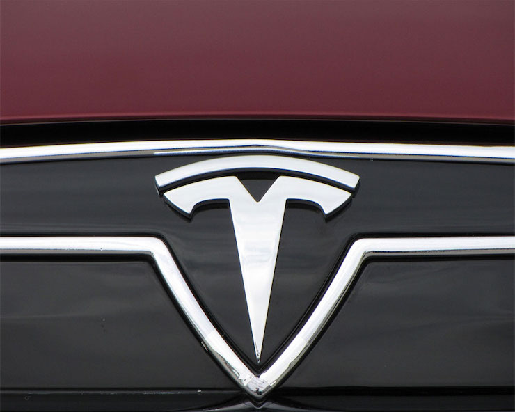 Tesla-zacina-pouzivat-vnutorne-kamery-aby-zaistila-ci-vodici-venuju-pozornost