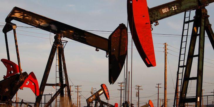 Rast cien ropy pokračuje.