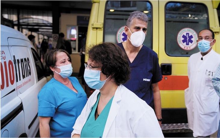 V-Grecku-nepustia-do-prace-6000-nezaockovanych-zdravotnikov