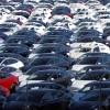 Tisíce vozidiel Tesla Model 3 na obrovských parkoviskách v Kalifornii