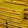 Investori nakupujú zlato, keď akciové trhy prepadajú